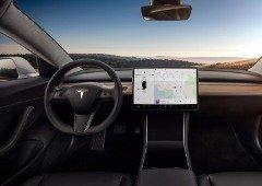 Tesla obrigada a recolher 135,000 carros devido a problemas no ecrã!