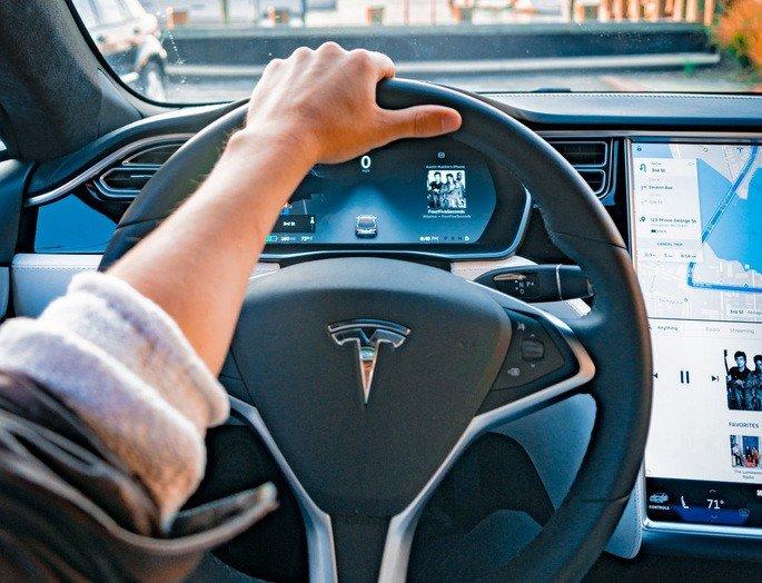 Tesla semáforos