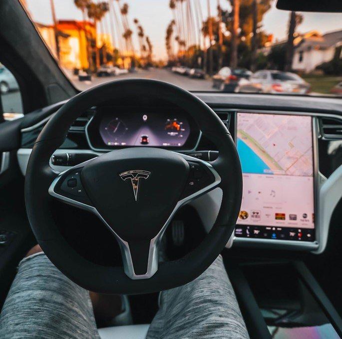 Tesla Carros
