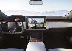 Tesla: a estranha forma de conduzir ao volante do Model S Plaid (vídeo)
