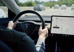 Tesla Autopilot: condutor apanhado a exceder limite de velocidade enquanto limpava os dentes