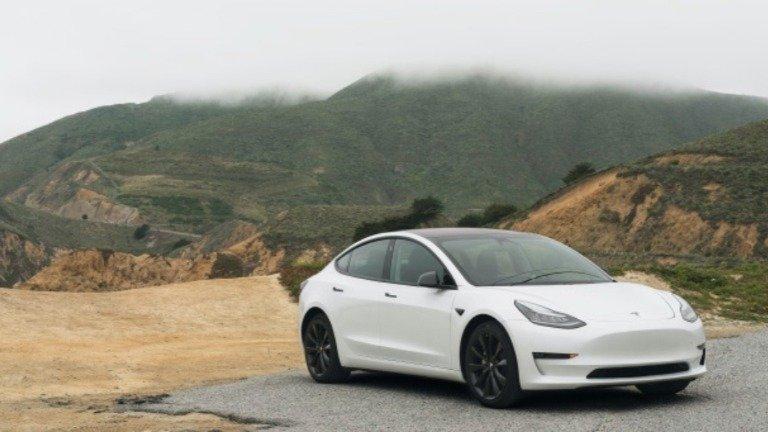 Tesla: carros elétricos com Autopilot ativo são até 10x mais seguros