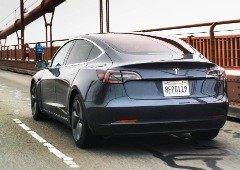 Tesla é processada por atualização que pode esconder defeito nos seus carros