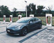 Tesla está de volta aos trabalhos na Gigafactory da Alemanha! O que mudou?