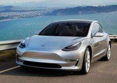 Tesla lança atualização para evitar mudanças involuntárias de faixa no Model 3