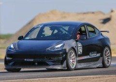 """Tesla Model 3 Ascension dá """"uma tareia"""" ao Porsche 911 GT3 RS por metade do preço!"""