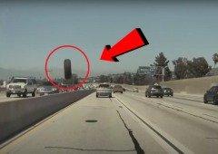 """Tesla Model 3: Autopilot salva condutor de """"pneu voador"""" na autoestrada! (vídeo)"""