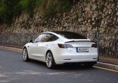 Tesla Model 3 recebe spoiler oficial! Mas o seu preço vai assustar muitos utilizadores