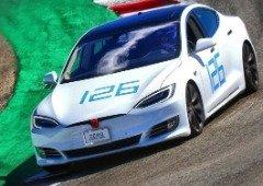 """Tesla Model S com """"Plaid Mode"""" bate recorde na pista de Laguna Seca! (vídeo impressionante)"""