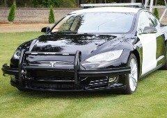 Tesla Model S da polícia fica sem bateria de deixa escapar fugitivo! (áudio)