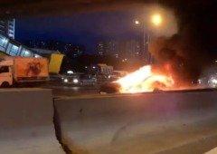 Tesla Model S explode e transforma-se numa bola de fogo (vídeo impressionante!)
