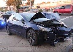 Tesla toma novas medidas para desencorajar o restauro dos seus carros por terceiros
