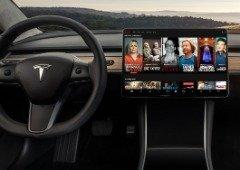 """Tesla V10: nova atualização traz suporte para Netflix, YouTube e até """"Caraoke""""! (vídeo)"""