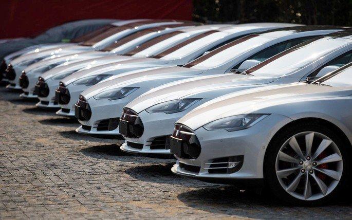 Tesla Model 3 milionário