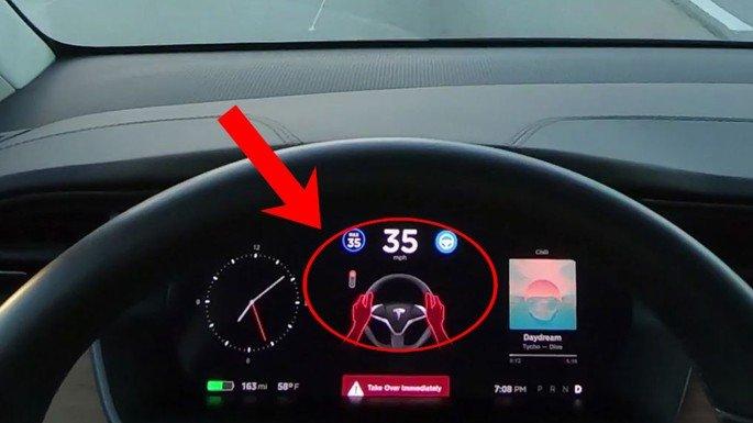 Tesla Sinal Verde Autopilot