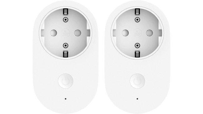 Tomadas inteligentes Xiaomi em fundo branco