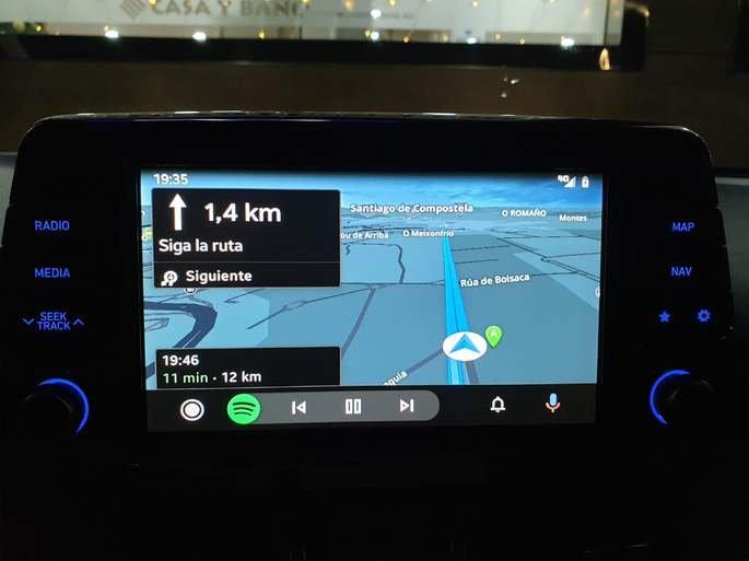 Aspeto da Sygic no Android Auto. Imagem: Reddit