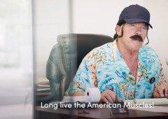 Vê Arnold Schwarzenegger a promover carros elétricos de forma hilariante (vídeo)