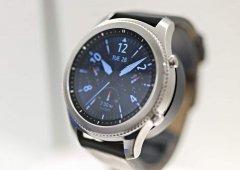 """Swatch acusa Samsung de copiar a """"cara"""" dos seus relógios"""