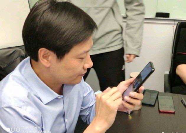 CEO Xiaomi a mexer num Xiaomi Redmi