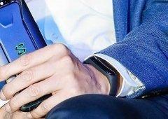 Xiaomi Mi Band 3 terá sido avistada no pulso de Lei Jun, CEO da Xiaomi